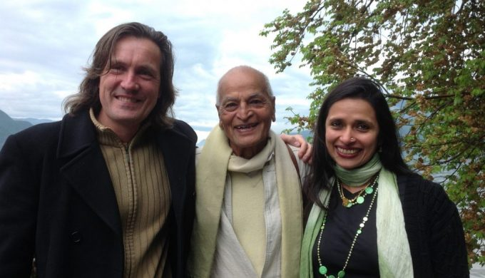 With Satish Kumar Founder of Schumacher College in Hotonnes 2015 3