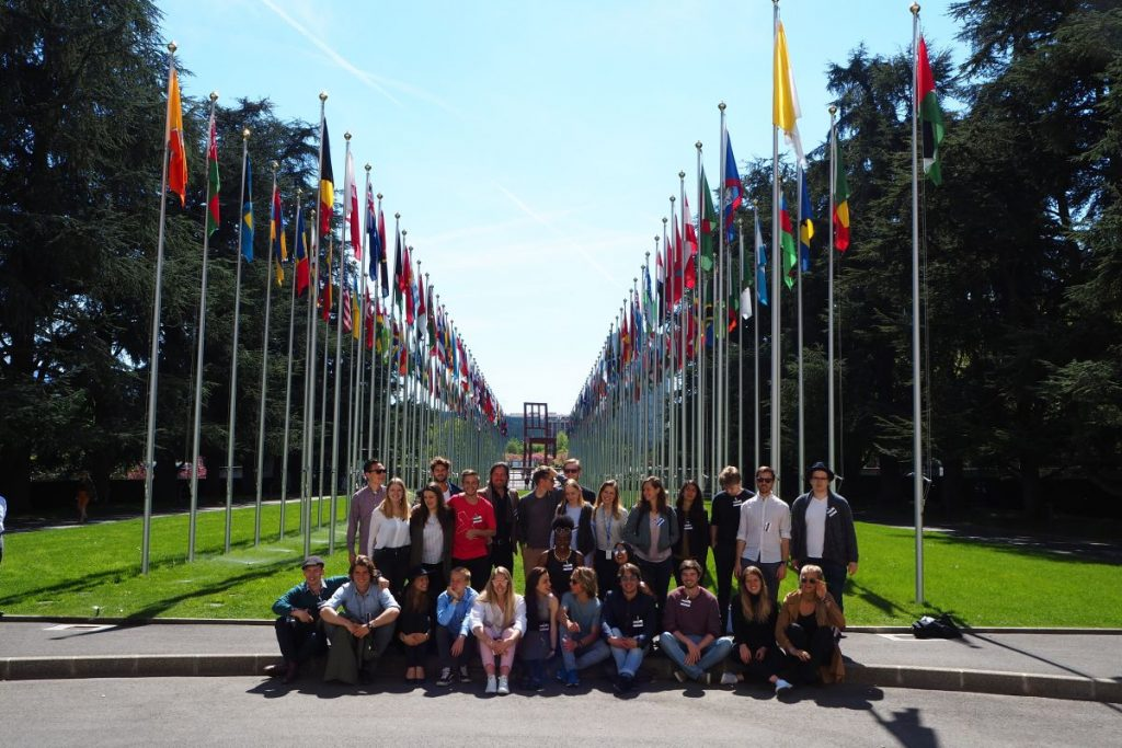 2017 04 10 ID Course Geneva UNO Flags GROUP Picture 2